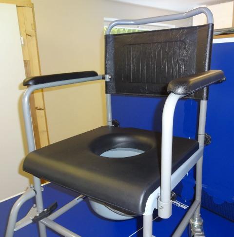 sitzauflage mit hygiene ffnung. Black Bedroom Furniture Sets. Home Design Ideas